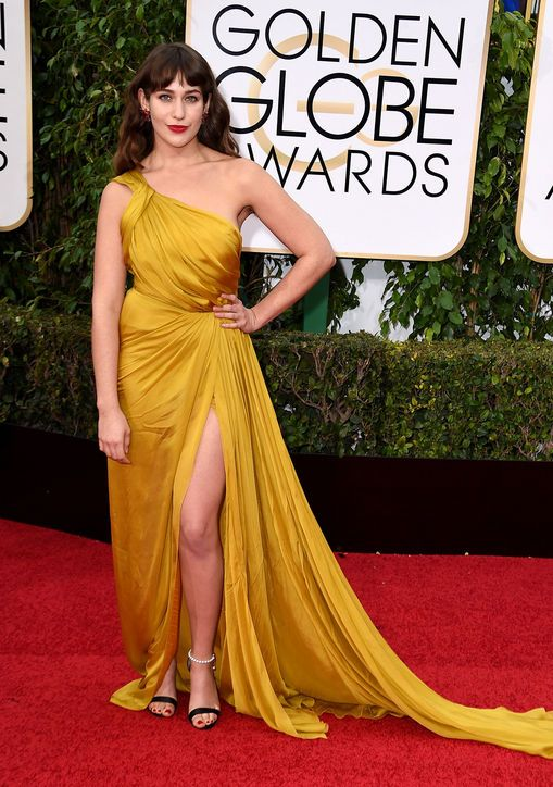 lola-kirke-monique-lhuillier-dress-golden-globes-2016